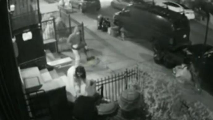 Inhumano: Sujeto causa graves quemaduras a una mujer, tras rociarla con ácido