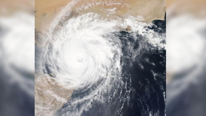 Autoridades estadunidenses advierten llegada de huracanes en plena pandemia de Covid-19