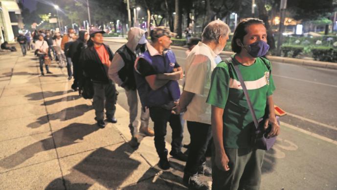 Ante pandemia de Covid-19 en la CDMX, comunidad católica da comida gratis a necesitados