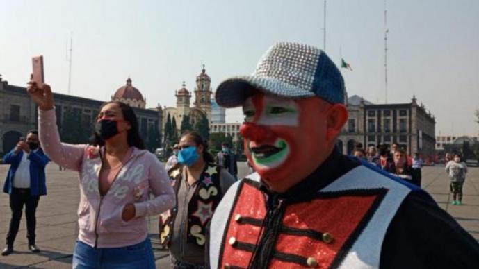 Entregan despensas a comunidad artística en Toluca, quedaron desempleados por Covid-19