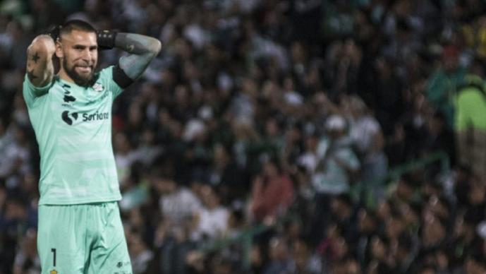 Jugadores de Santos rompen cuarentena; Jonathan Orozco hizo una fiesta y resultó contagiado