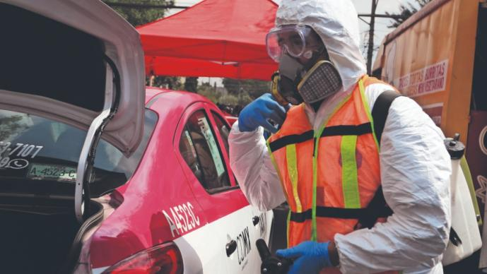 Taxis van armados con cubrebocas y gel antibacterial, en Iztapalapa e Iztacalco