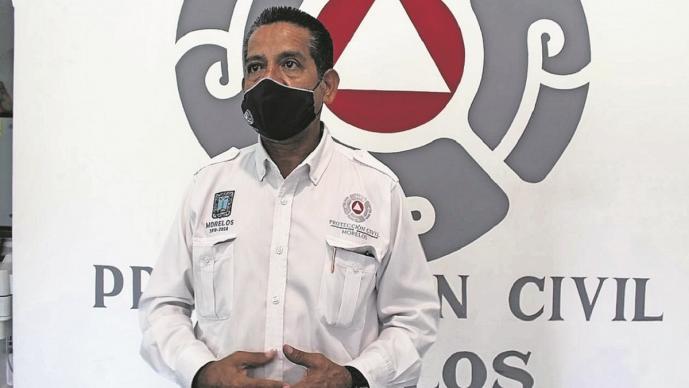 Comerciantes se le van a los golpes al director de Protección Civil en Morelos
