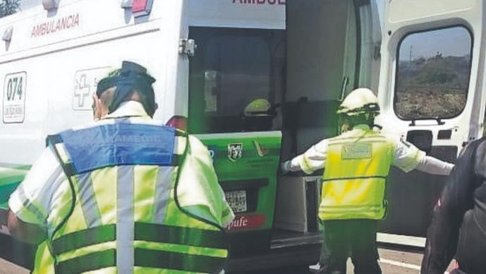 Motociclista da última rodada tras estamparse contra un autobús, en Temixco