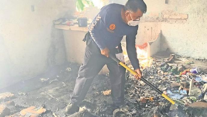 Hombre en situación de calle realiza fogata y termina incendiando una casa en Morelos