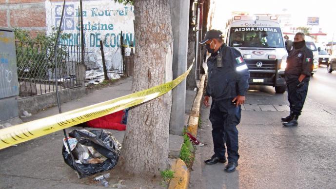 Pasajero de combi forcejea con asaltante y es asesinado, en el Estado de México