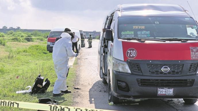 Con pistola en mano ladrón sube a atracar, pasajero no afloja y lo mata en el Edomex