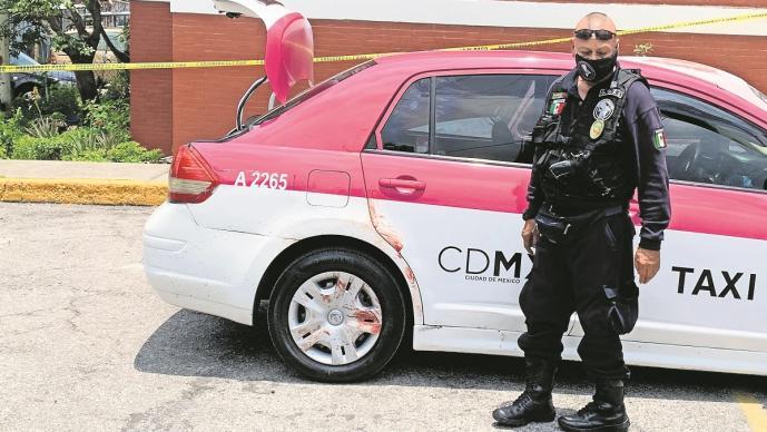 Dos hombres fueron asesinados a balazos dentro de un taxi en el Valle de México