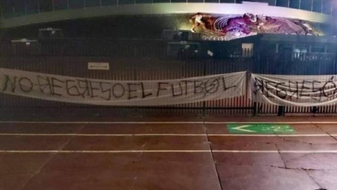Ritual del Kaoz protesta con mantas en CU