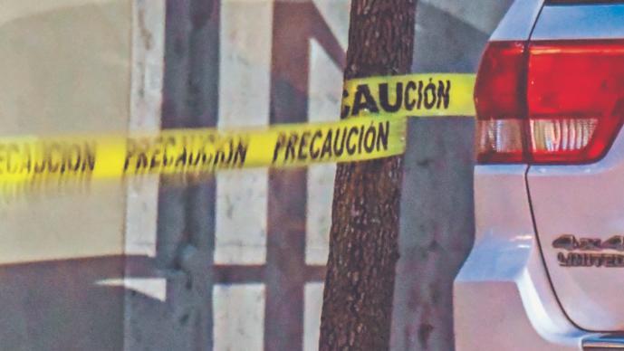 Disparan desde auto a chofer que esperaba ingresar a casa de Las Lomas, CDMX