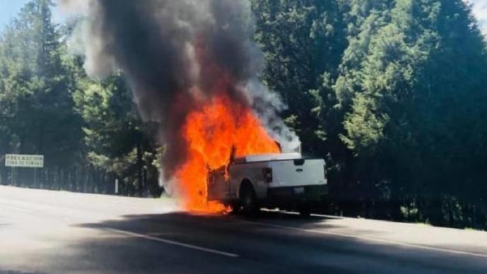 Camioneta en llamas prende las alertas en el Edomex