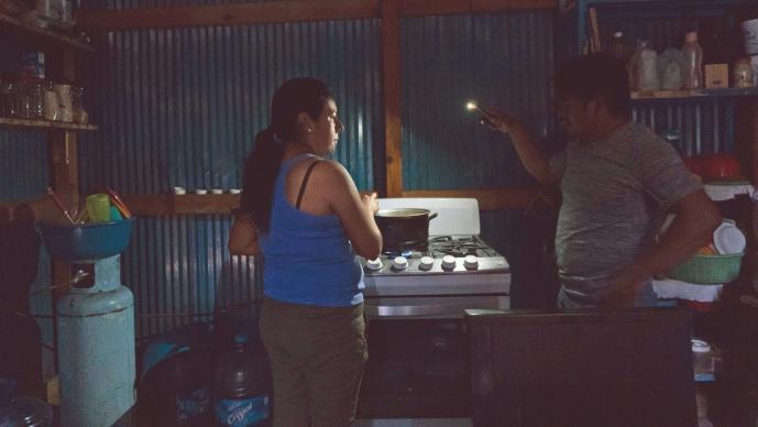 Familias viven sin luz, tele o radio para el regreso a clases en Oaxaca