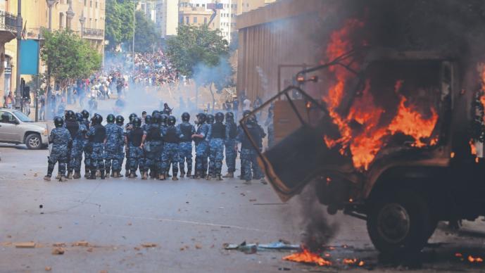 Policía muere durante violenta manifestación, en Beirut