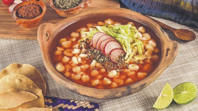 El IMSS aprueba al pozole como alimento muy saludable, ¡y hay de varios ingredientes!