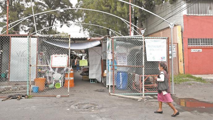 A tres años del sismos del 19-S, comerciantes de mercado en Tláhuac siguen trabajando en la calle