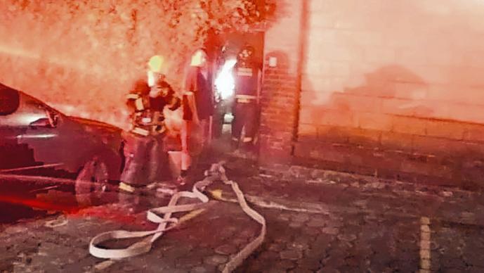 Mueren maestra y su hijo durante incendio en su departamento, en Morelos