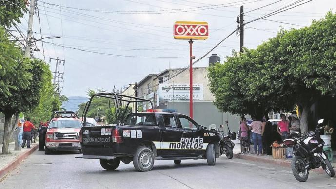Ejecutan a taxista mientras esperaba pasaje en Morelos, le dispararon directo al rostro