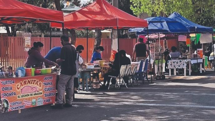 Vecinos de la Gustavo A. Madero se ponen a vender en tianguis, para reactivar la economía