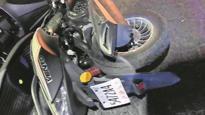 Motociclista se impacta contra camioneta de un taquero y fallece en el Edomex