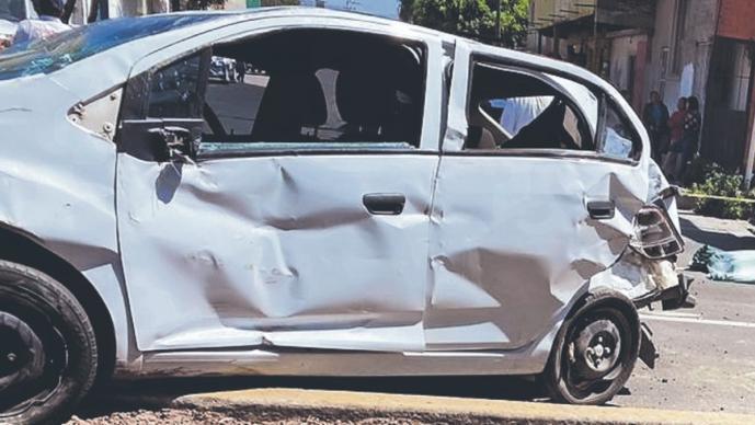 Copiloto sin cinturón de seguridad muere en choque al salir disparado de vehículo, Edomex