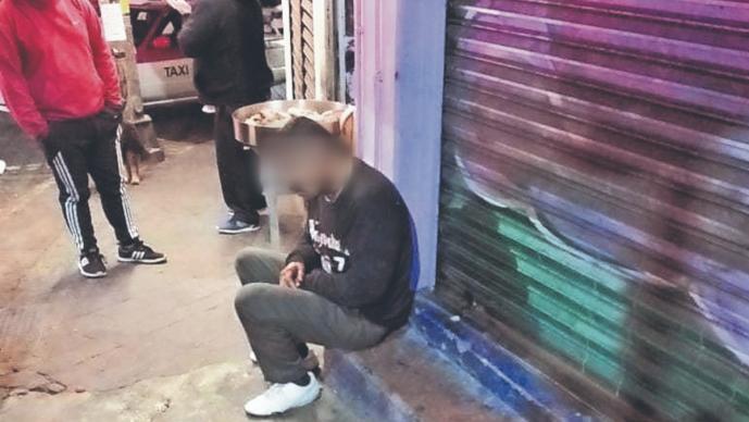 Hombre con balazo en la cabeza logra sentarse para luego desmayarse, en la CDMX