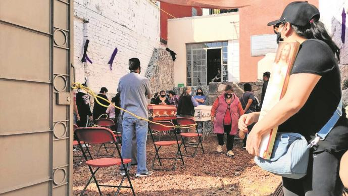 Tras protestas por multihomicidio, dan el último adiós a la familia Torres Bello en Edomex