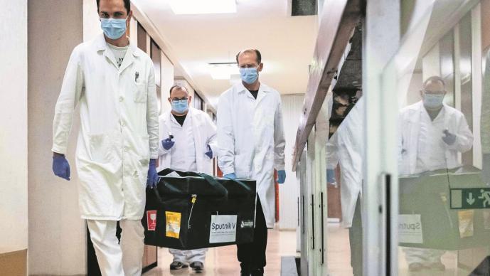 Hungría recibe las primeras vacunas candidatas rusas anti-Covid-19, Sputnik V