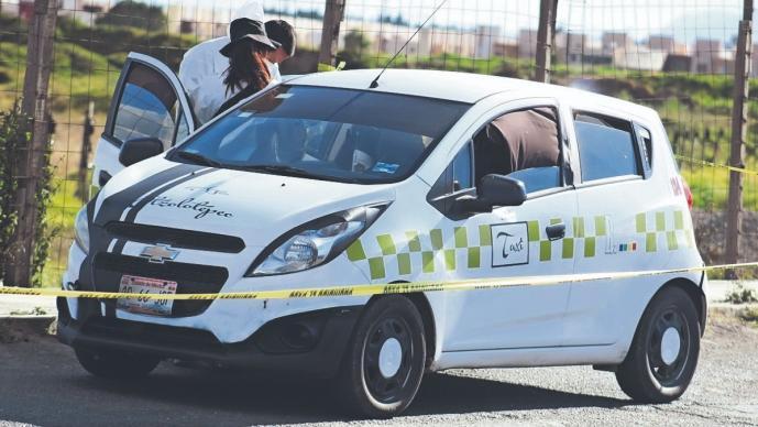Roban taxi a un hombre en Edomex y compañeros lo encuentran, pero con cadáver adentro
