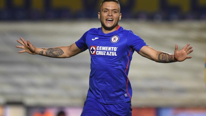 Cruz Azul derrota a Tigres y se lleva ventaja