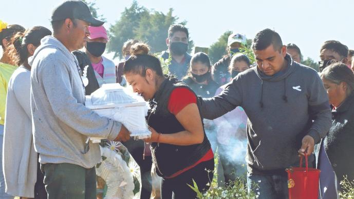 Exigen justicia para Lazarito, el bebé que declararon muerto por error, en IMSS de Puebla