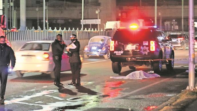 Camión embiste a ciclista y muere en Edomex, el cadáver fue custodiado por la policía