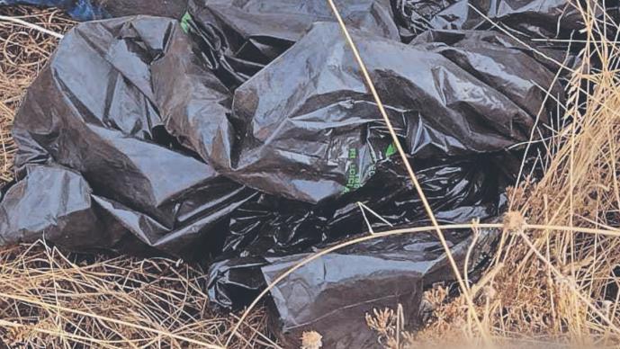 Destazan a una mujer y dejan sus restos esparcidos, en el Estado de México