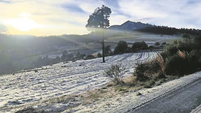 Nevado de Toluca se pinta de blanco, el acceso para visitantes sigue cerrado