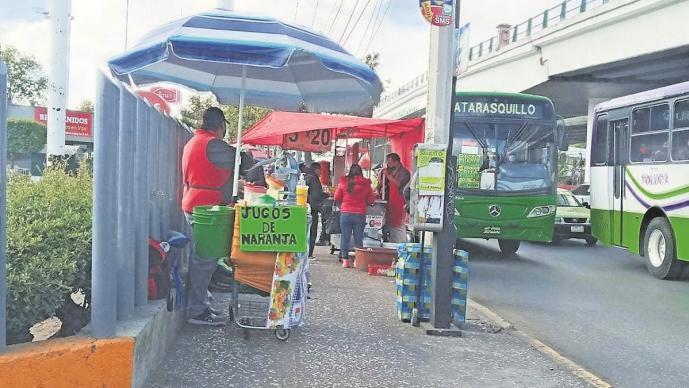 Ante el cierre del mercado Juárez ambulantes buscan nuevos espacios para vender en Edomex