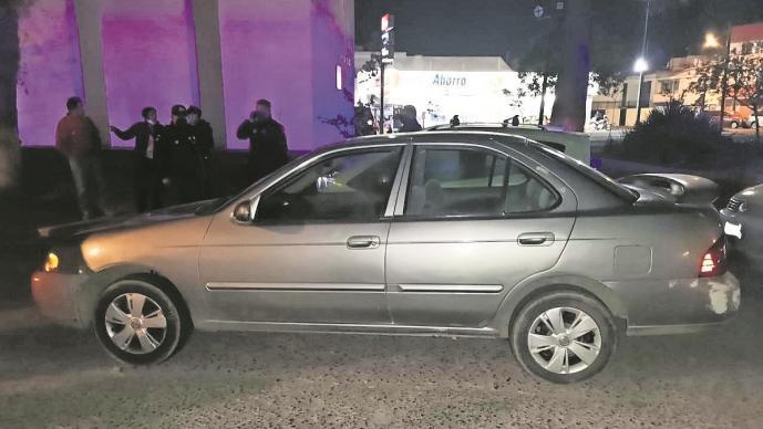 Policía del Edomex captura a dos presuntos asaltantes que portaban una pistola y cartuchos