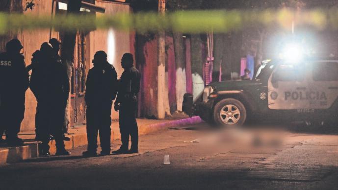 Grita por ayuda y asaltantes lo matan de dos balazos, en la Ciudad de México