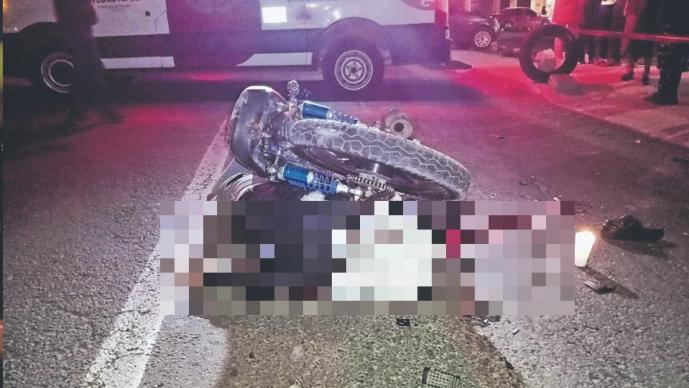 Josué murió al caerle su moto encima, su cuerpo quedó torcido en el Edomex