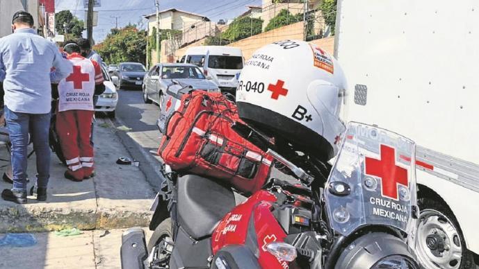 Mujer motociclista resultó herida tras ser impactada por un automóvil en Morelos