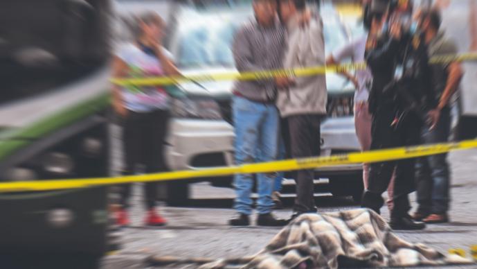 Chocan camión a toda velocidad contra otro y joven cacharpo muere prensado, en la CDMX
