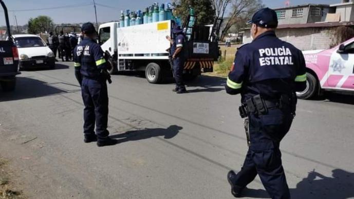 Atoran a dos jóvenes que se robaban camión con tanques de oxígeno en el Estado de México
