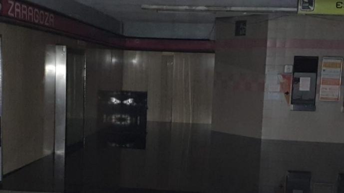Exhiben estación Zaragoza de Línea 1 del Metro inundada de aguas negras, en CDMX