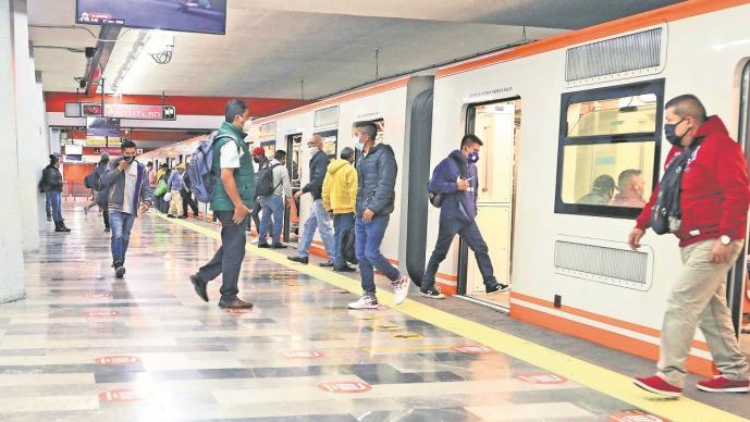 Pese inundaciones, autoridades aseguran apertura de la línea 1 del metro en la CDMX