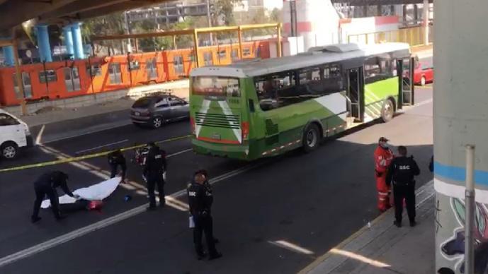 Camión le apachurra la vida a una mujer motociclista, este lunes en la Gustavo A. Madero