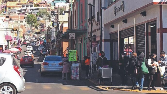 Vendedores ambulantes vuelven a abarrotar las calles del Edomex, pese a la pandemia