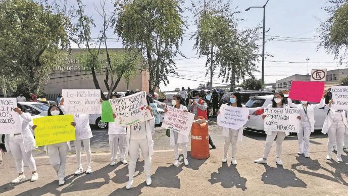Pasantes de medicina piden ser vacunados vs Covid y regresar a los hospitales Edomex