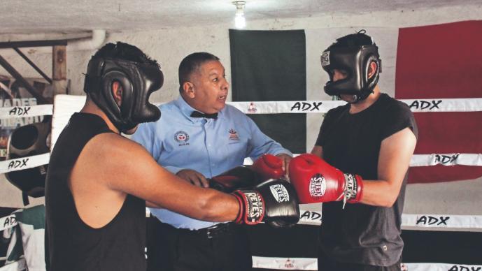 Francisco Zagal, el basquetbolista que dejó todo para convertirse en réferi de boxeo