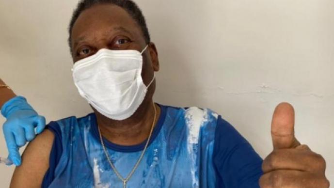 Pelé es vacunado contra el Covid-19