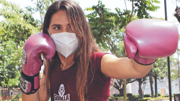 Boxeadora morelense harpá su debut profesional, en la Arena Cri-Cri