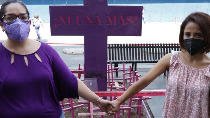 La violencia las unió, ahora Karla y Daniela caminan y gritan juntas para exigir justicia
