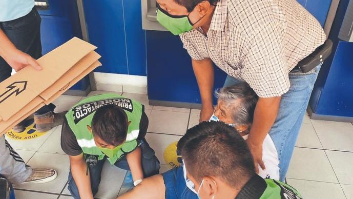 Doñita de 72 años sufre fractura y ambulancia la hace esperar más de una hora, en Morelos